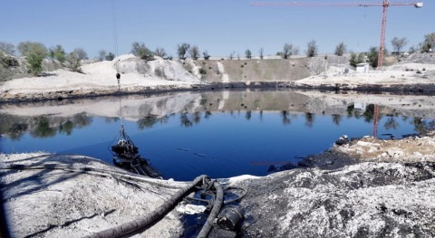 Gobierno madrileño ya ha extraído 24.800 toneladas aceite laguna Arganda