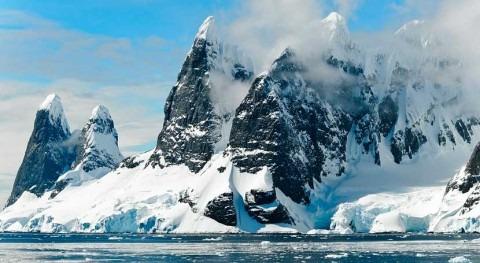 Miles lagos deshielo se extienden Antártida Oriental
