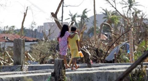 desastres naturales y conflictos dejan 80.000 desplazados al día 2017