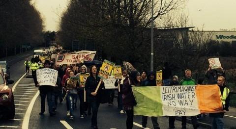 Segunda gran manifestación contra la subida del impuesto del agua en Irlanda