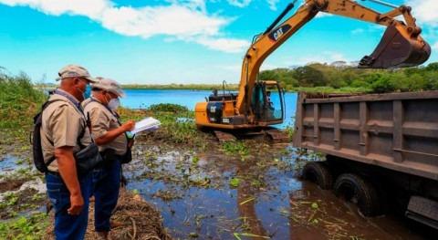 Salvador extrae 4.000 plantas acuáticas invasoras lagunas Jocotal y Olomega