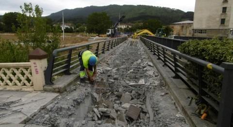 URA retira pasarela peatonal paralela al puente Charco Zalla