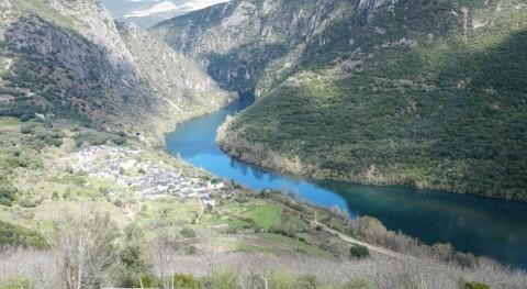 Fiscalía Ourense investigará si hay delito ambiental tirar vagones tren al Sil