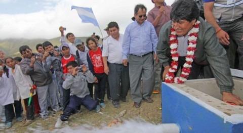 Evo Morales inaugura sistema riego comunidad Mecoya