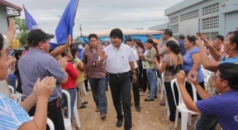 Evo Morales asiste a la inauguración.
