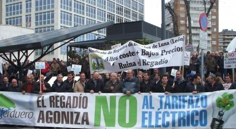 Más 1.000 regantes protestan Valladolid subida tarifa eléctrica