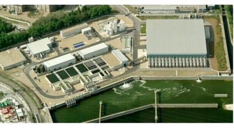 Filtros presión operan Filtralite® pre-tratamiento desaladora Thames Gateway