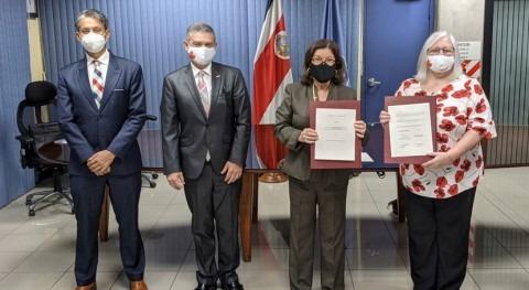 Canadá y AyA firman convenio proyectos saneamiento