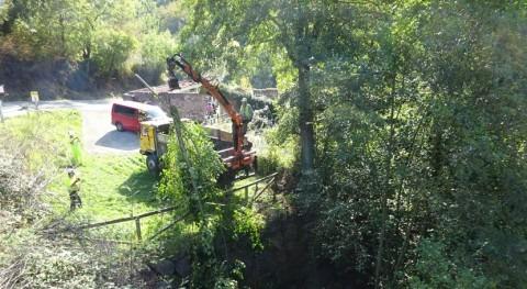 CHC retira depósitos acumulados cauce río Taja, Teverga