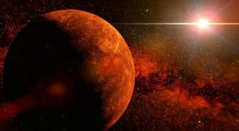 ¿Cómo puede tórrido Mercurio mantener depósitos glaciares?