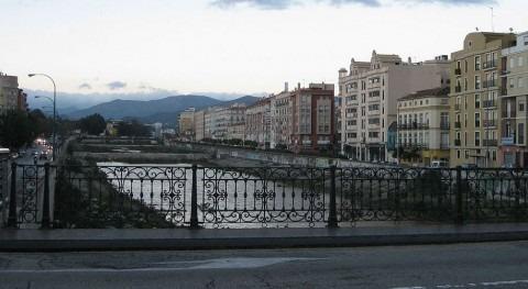 Río Guadalmedina a su paso por Málaga (Wikipedia).