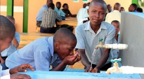 317.000 personas recibieron agua potable en los campos de desplazados