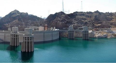 Vista panorámica de la represa Hoover Dam desde el lado de Arizona
