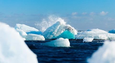 ¿Cómo se originan icebergs?