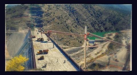 Avance trabajos hormigonado presa Enciso ( Rioja)