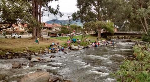 Lavar orillas río