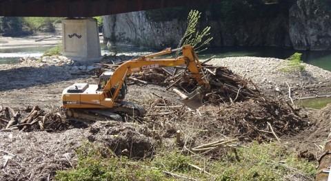 Realizados trabajos limpieza cauces Nalón Ribera Arriba