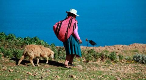 Comunidades indígenas Perú restauran antiguas presas mejorar acceso al agua