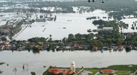 oposición critica respuesta junta Tailandia inundaciones