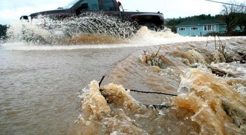 Fuertes inundaciones California dejan al menos 13 muertos y más veintena heridos