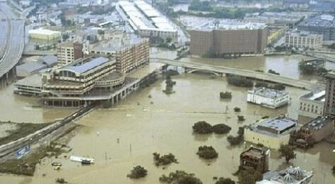 Inundaciones_en_houston_2011