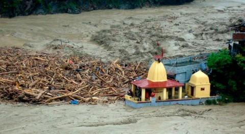 Aumentan 11 muertos derrumbe presa fuertes lluvias India