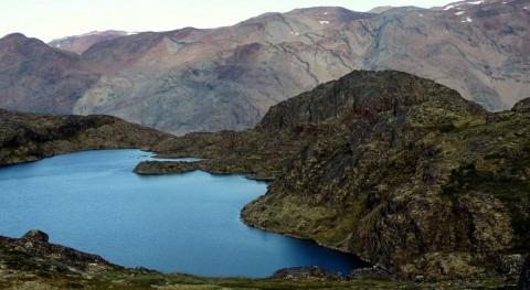 investigación detecta primera vez microplásticos lago agua dulce Ártico