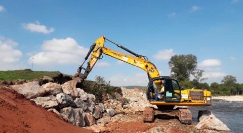 CHC realiza trabajos conservación cauce río Saja Carrejo