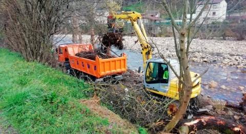 Comienzan trabajos limpieza Nalón paso Laviana y San Martín Rey Aurelio