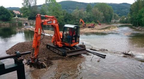 CHC retira depósitos acumulados río Asón paso Ampuero