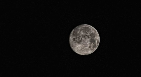 Confirman evidencia definitiva agua superficie Luna