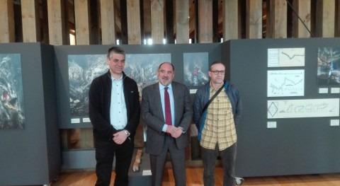 """CEA Ayuntamiento Vitoria y URA inauguran exposición """"Agua que brota entrañas"""""""