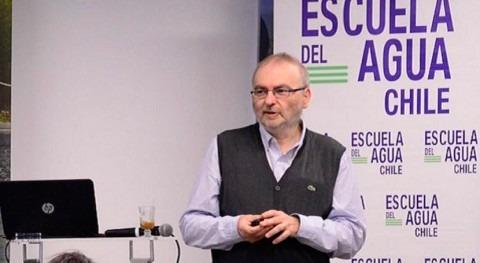 Manuel Gómez participa coloquio organizado Escuela Agua Chile