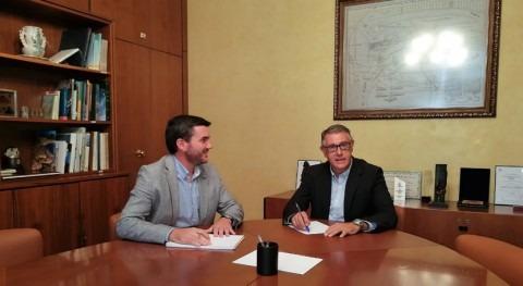 Mario Urrea recibe al consejero Agua, Agricultura, Ganadería, Pesca y Medio Ambiente Murcia