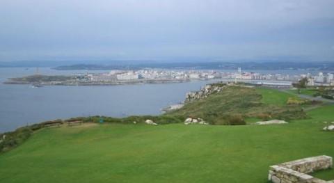 La Coruña vista desde lo alto del Monte de San Pedro (Wikipedia/CC).