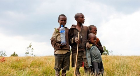 Casi 570 millones niños carecen servicio básico agua potable