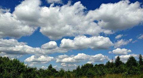 ¿Cuál es efecto nubes media altura clima?