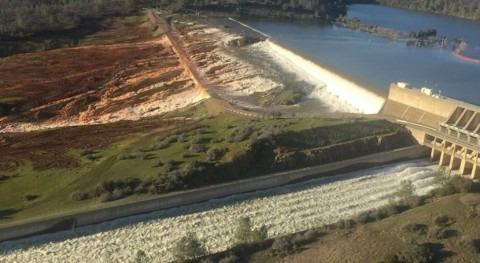 Aumenta número evacuados riesgo desborde Presa Oroville