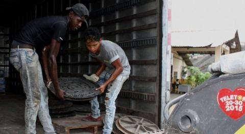 Panamá instala parrillas y tapas hierro sistema pluvial capital