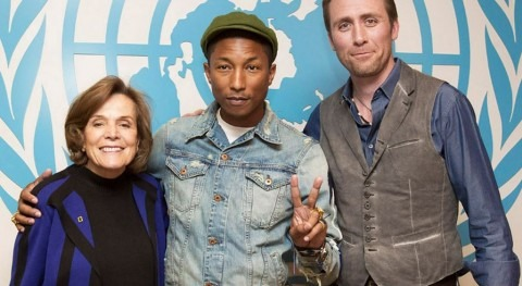 Pharrell Williams (centro) se unió a los ambientalistas Sylvia Earle (izq.) y Phillippe Cousteau en un evento educativo en la ONU (ONU).