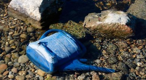 contaminación plástica obstruye sistemas fluviales durante más tiempo lo que se pensaba