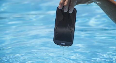 ¿Qué hacer si tu móvil se cae al agua?
