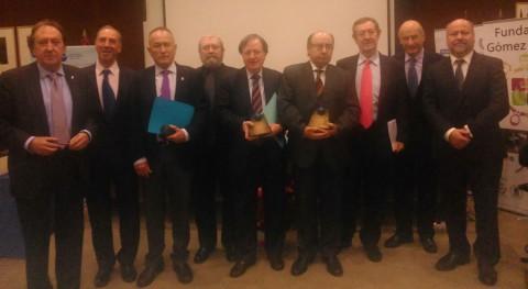 AEAS recibe premio Manantial manos Club Agua Subterránea