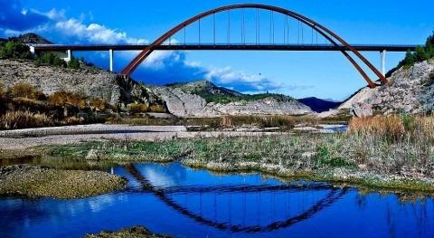 Vista del Puente de La Vicaria, en Yeste (Luis Martín Tereso/wikipedia)
