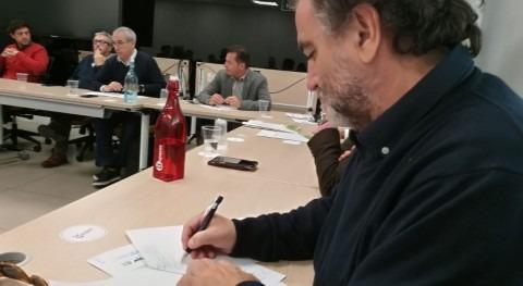 sociedad civil y AEOPAS entregan al Consejero propuestas Reglamento Andalucía