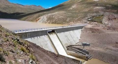 Bolivia favorece comunidades agricultoras Antequera presa y sistema riego