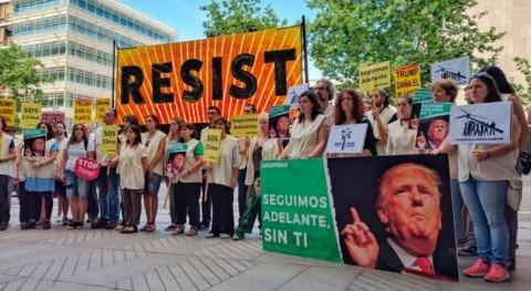 Activistas protestan frente embajada EEUU salida Acuerdo París