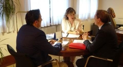 presidenta CHE recibe al subdelegado Gobierno Lleida tratar temas interés