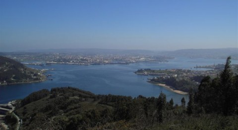 Panorámica de la ría de Ferrol, vista desde la entrada entre los castillos (wikipedia/CC)