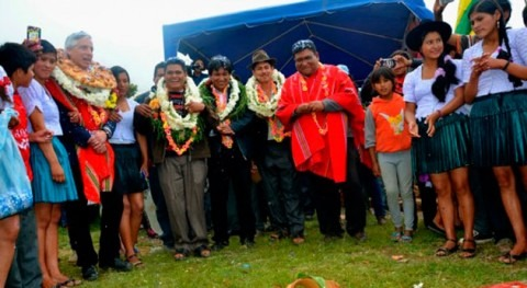 Gobierno boliviano entrega sistemas riego familias agricultoras Vila Vila
